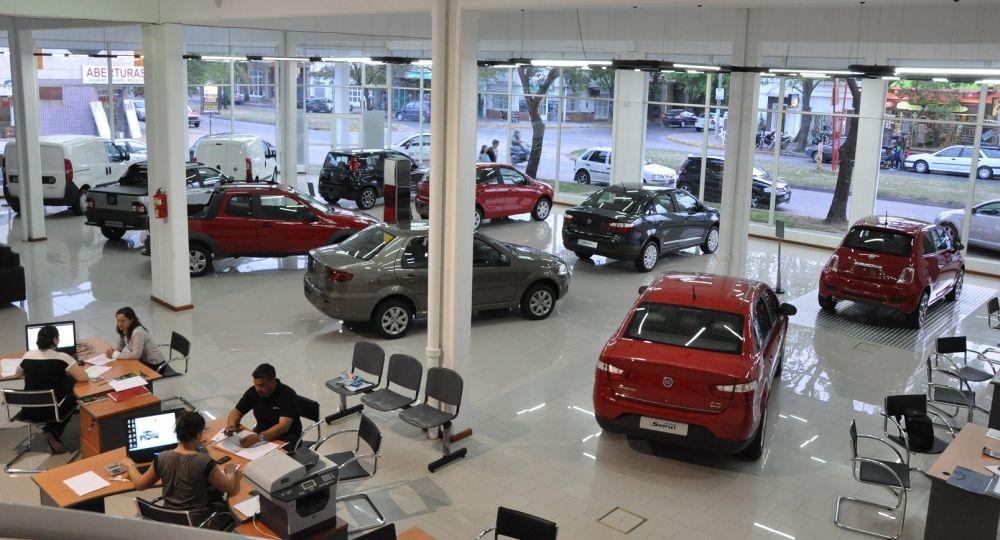 Quitaron impuestos a los autos: marcas deberían bajar los precios