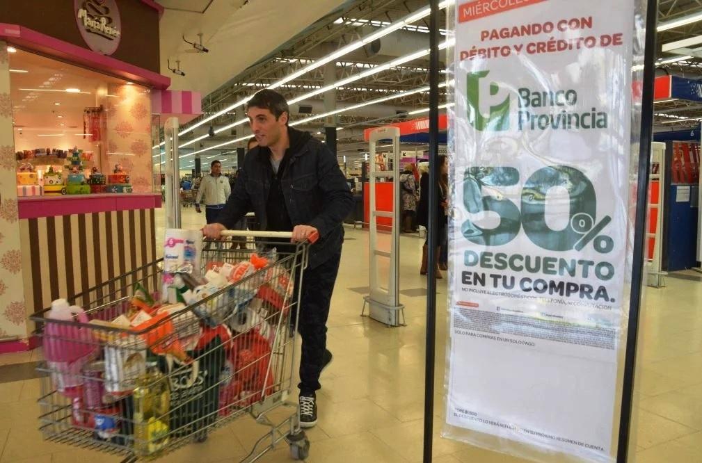 El Bapro oficializó cambios en el descuento del 50% en supermercados