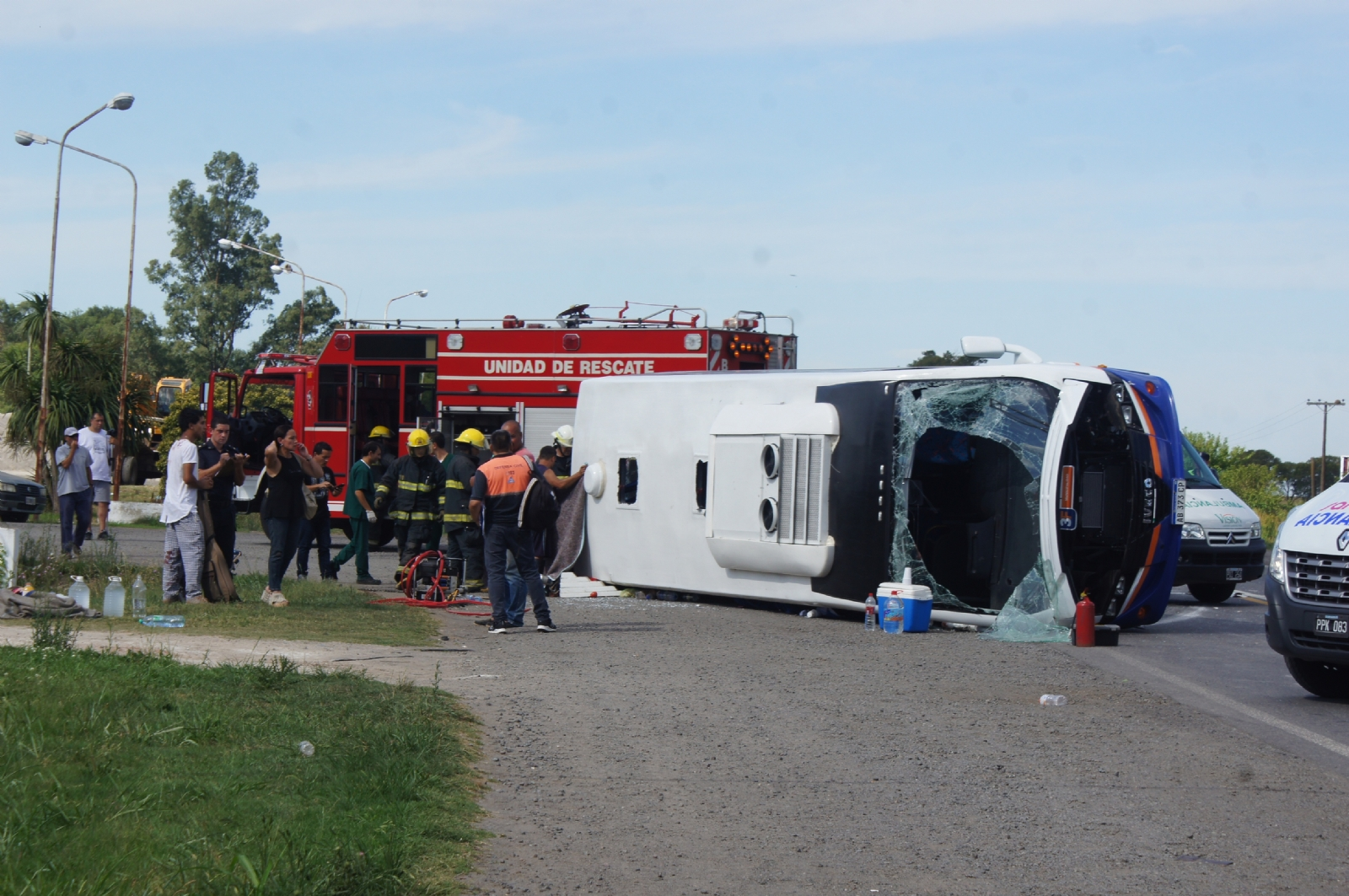 Volcó un minibus en Chivilcoy: un muerto y 19 heridos graves
