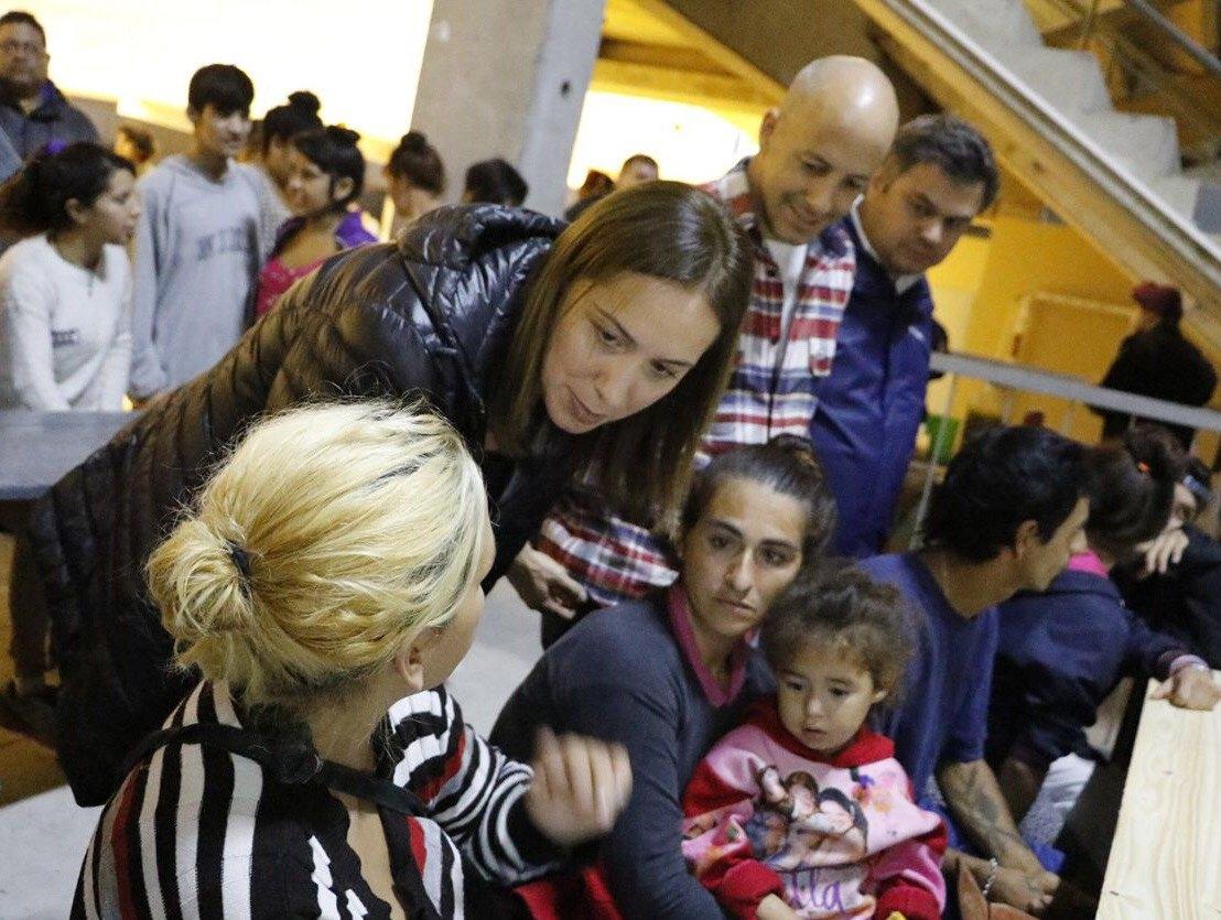 Vidal visitó un centro de evacuados en Pilar tras la tormenta