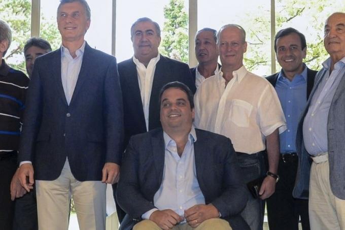 Adelanto de 5 por ciento en dos cuotas — REUNION CGT-GOBIERNO