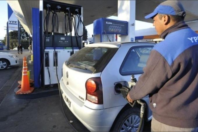 Locales: La nafta premium ya supera los $40 en Santiago