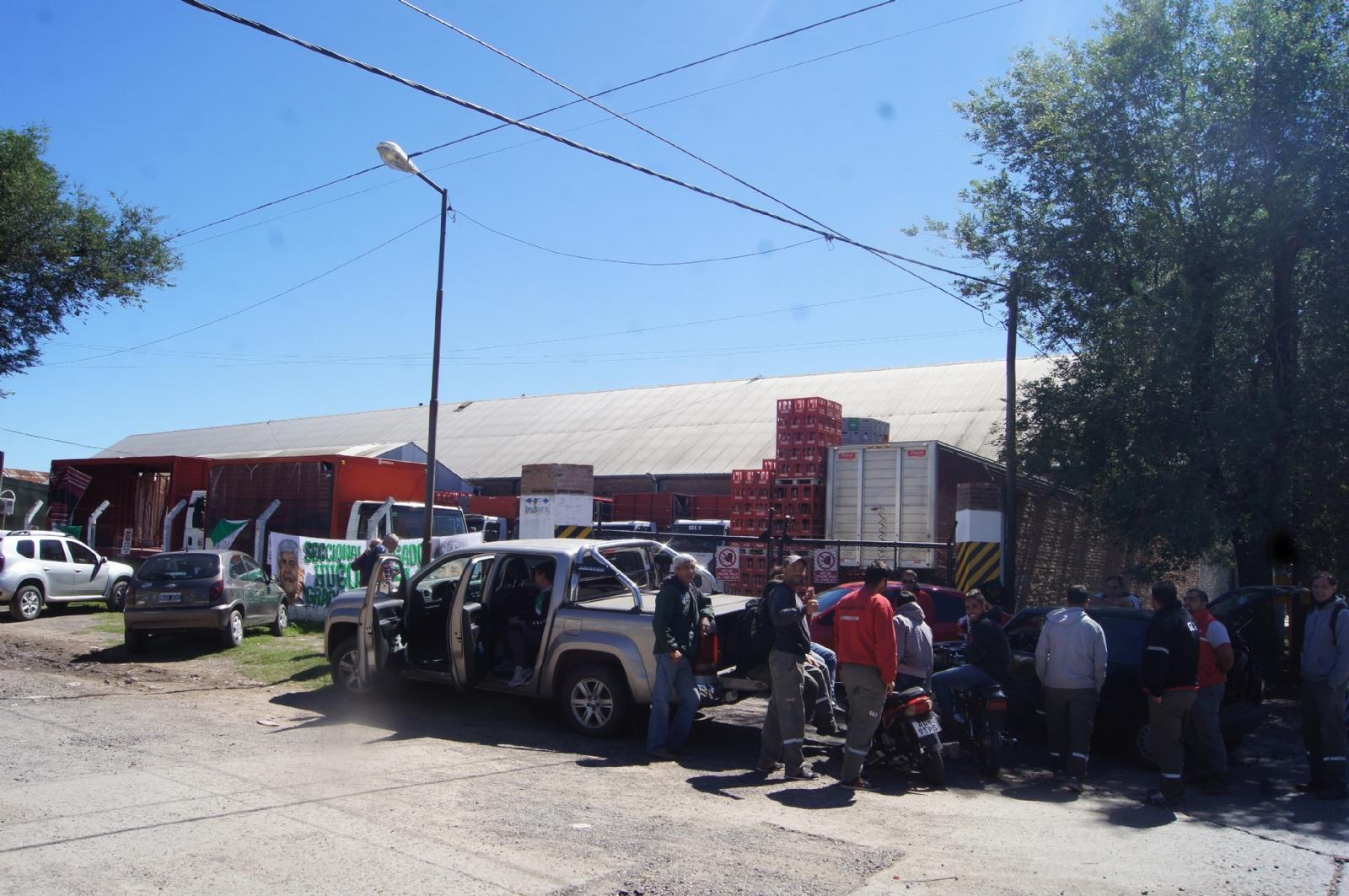 Policía reprimió una protesta de los trabajadores de Coca Cola