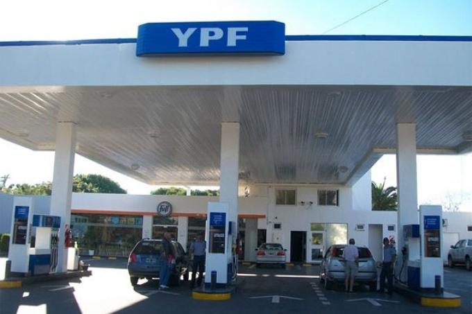 Empresarios admiten intención de subir los combustibles en mayo