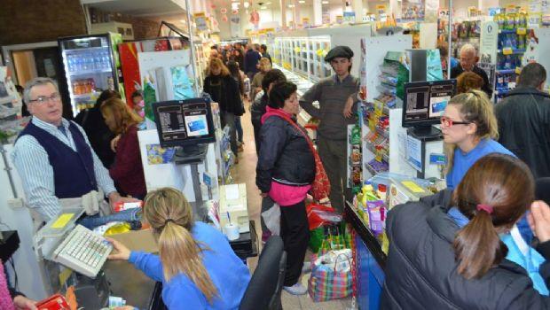 Los descuentos del 50% con tarjetas del Banco Provincia llenaron los supermercados