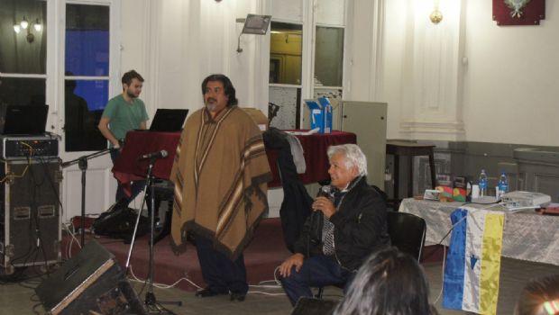 Charla en la Escuela Normal Superior, a cargo del cantante Víctor Heredia