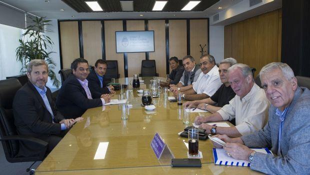 Salario: el Gobierno convoca a la CGT y a empresarios a un diálogo social