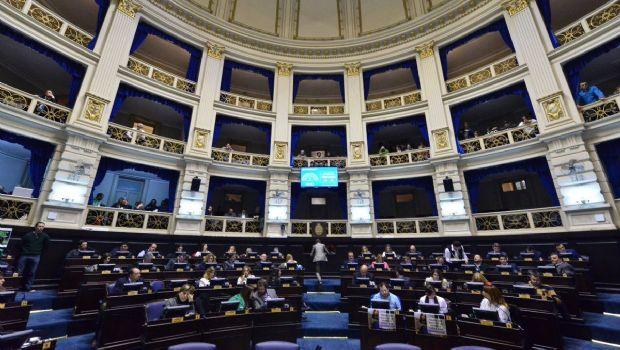 Con apoyo peronista y gesto a intendentes, Vidal tiene el Presupuesto para 2019