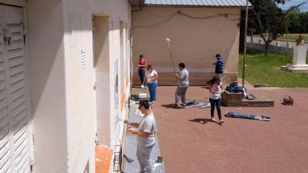 La JP pintó el frente de la Escuela N° 28