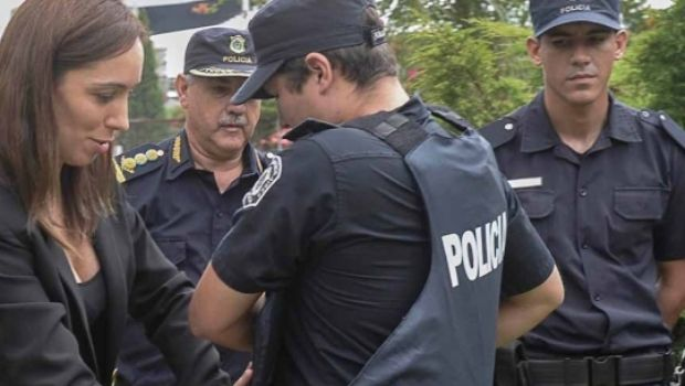Policías completarán aumento del 32% anual y recibirán bono de $ 7.000