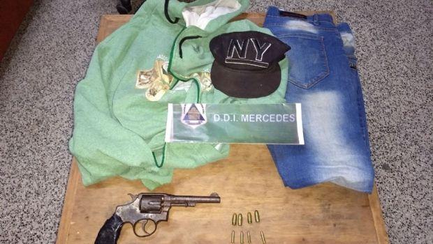 Amenazó con un revolver a dos menores  para robarles los celulares y fue detenido