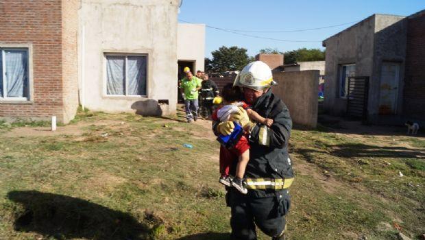 Rescatan a un nene de 2 años que había quedado atrapado en un baño