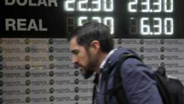 Con una fuerte intervención del Central, el dólar se mantuvo inestable