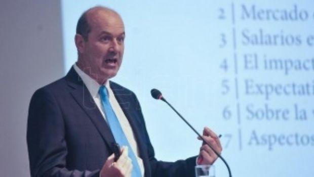 Sturzenegger dio por superada crisis y dijo que vuelve a apuntar a la inflación