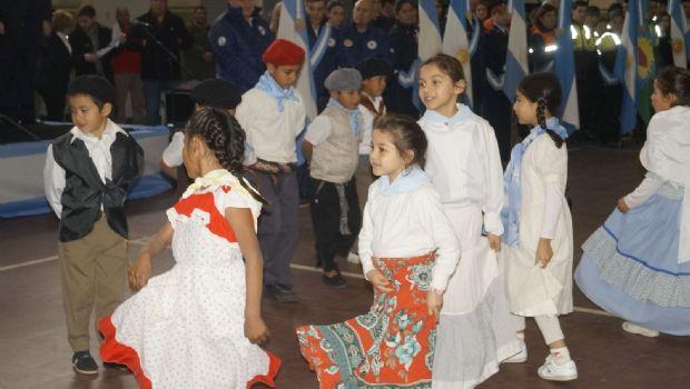 Se realizó el acto oficial por el 202 aniversario de la Independencia Nacional