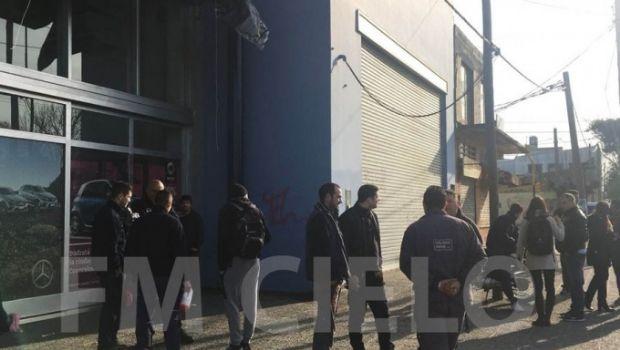Cerró Mercedes Benz en La Plata y dejó a veinte trabajadores en la calle