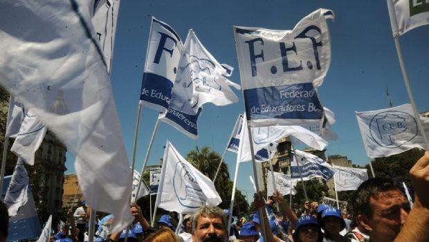 Docentes marchan en La Plata en el inicio del segundo día de paro de 72 horas