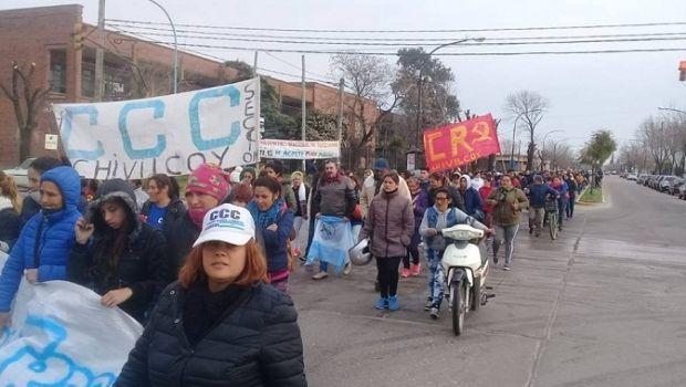 """Movimientos sociales de Chivilcoy marcharon  por """"Pan, Paz, Tierra, Techo y Trabajo"""""""