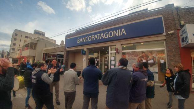 Reclamos de operarios de Paquetá a entidad bancaria
