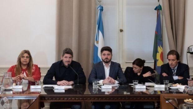 El Subsecretario de Educación brindó informes por tragedia de Moreno, pero sólo conformó a los propios