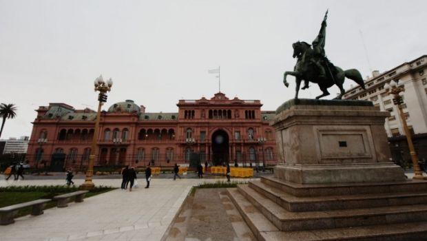 Los intendentes ya ajustan sus cuentas para hacer frente a la suba del dólar y a los recortes de Macri