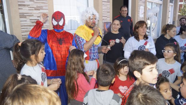 La filial de River Plate agasajó a los niños