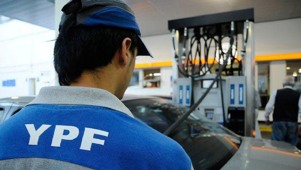 YPF y Axion se suman a la suba y ajustan hasta un 12% sus combustibles