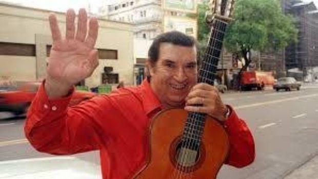 El humorista Rodolfo Zapata con los jubilados