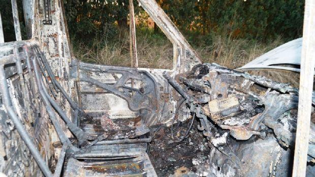 Una camioneta quedó consumida por las llamas