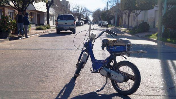 Choque entre una  moto y  una camioneta