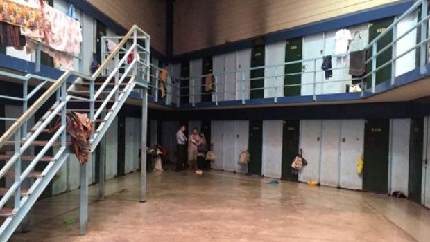 Analizan darles a 1.500 presos la prisión domiciliaria y apuran deportaciones