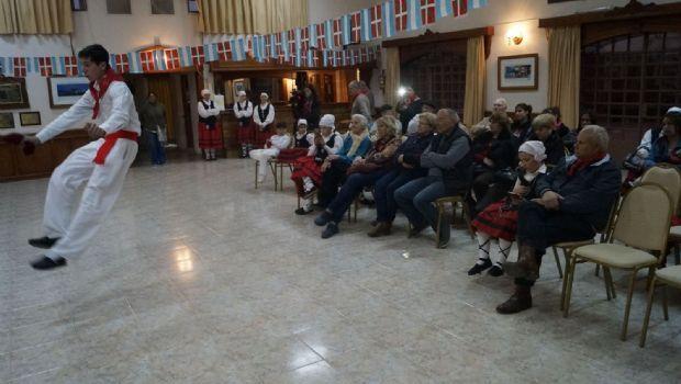 El centro vasco Beti Aurrera conmemoró el día de la Diáspora vasca