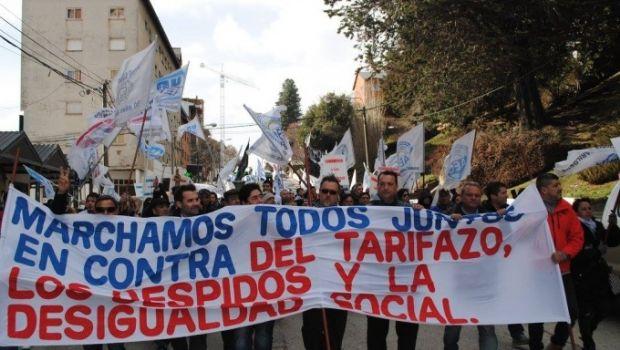 La CTA y Camioneros marchan para reclamar contra el tarifazo