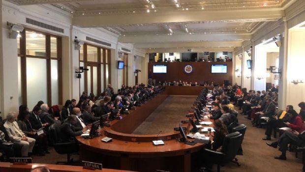 La OEA no reconoce a Maduro presidente y Paraguay cierra su embajada en Caracas