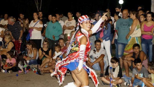 Gran noche de corsos en la Plaza Belgrano