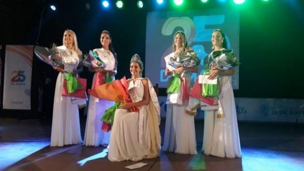 Lourdes Copis es la nueva Reina Distrital del Carnaval