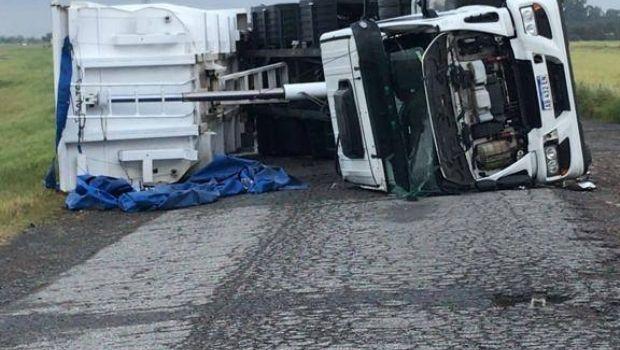 Dos de los camiones que volcaron  en la Ruta 3 tenían por destino Moquehuá