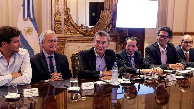 """Macri aseguró que """"poner un impuesto nuevo todos los días nos corta las piernas"""""""