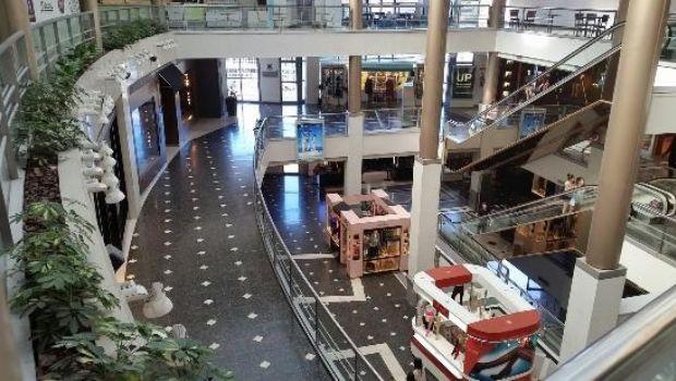 Cayeron un 15,1% las ventas a precios constantes en shoppings y 10,5% en supermercados