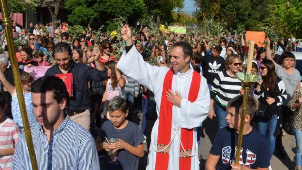 Cientos de fieles chivilcoyanos en el Domingo de Ramos