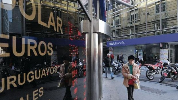 """El dólar cerró a la baja tras la confirmación de Argentina como """"emergente"""""""