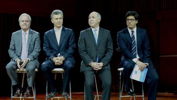 Fuerte rechazo oficialista a decisión de la Corte que postergaría juicio contra CFK